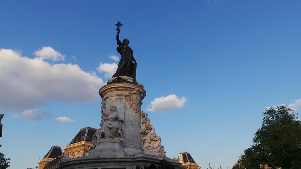 Paris  (48)