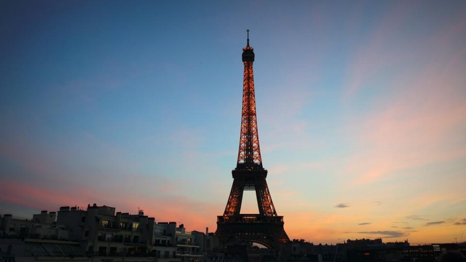 paris, tour eiffel, sous le ciel de paris, la parigina